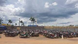 Leilão possui lotes de veículos disponíveis para circulação e sucata. (Foto: Divulgação/Detran)