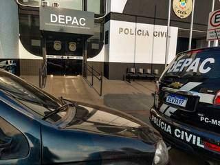 Confusão que terminou com três esfaqueados foi registrada na Depac Centro. (Foto: Marcos Maluf)