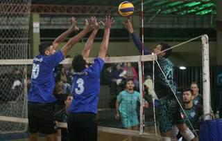 Times masculinos durante confronto em torneio regional (Foto: Divulgação)