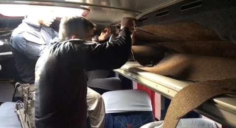 Funcionários de viação são presos após PRF achar cocaína em bagageiro de ônibus