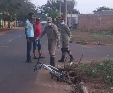 "Bueiro sem tampa vira ""armadilha"" e deixa ciclista ferido no Tijuca"