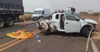 Carro ficou destruído com o impacto. (Foto: Olimar Gamarra)