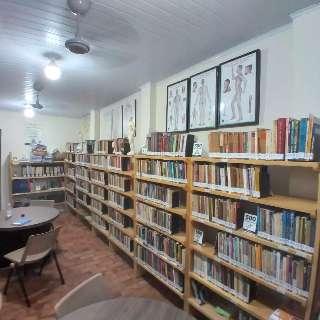 Biblioteca abre com livros esotéricos e de medicina alternativa