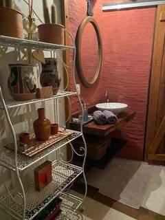 Detalhes do lavabo com decoração escolhida pelas advogadas. (Foto: Caroline Mendes/Arquivo Pessoal)