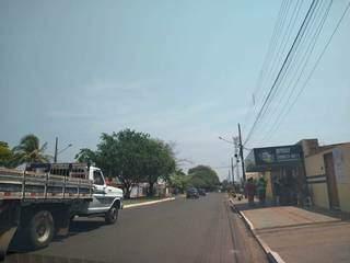 Rua Conde de Boa Vista, que ficou sem energia elétrica durante toda manhã e madrugada (Foto: Miriam Machado)