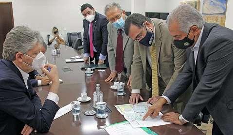Reinaldo discute Rota Bioceânica com embaixador do Paraguai