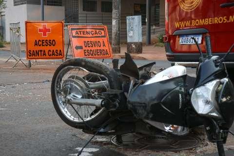 Acidente deixa motociclista ferida em trecho que passa por obras