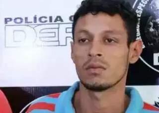 """""""Carcaça"""" em foto divulgada em 2016, quando foi preso por assalto à farmácia. (Foto: Divulgação)"""