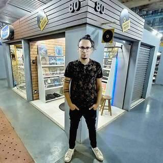 Coleção de discos inspirou músico a criar acervo para vender na loja. (Foto: Arquivo Pessoal)