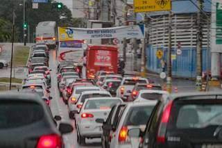 Trânsito na Afonso Pena, perto do Camelódromo; prazos para renovar habilitação foram renovados. (Foto: Marcos Maluf/Arquivo)