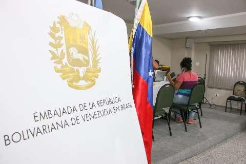 Rede de acolhimento capacita imigrantes até com aulas de português