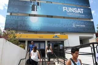 Fachada da Fundação Social do Trabalho, agência pública municipal de emprego. (Foto: Arquivo/Campo Grande News)