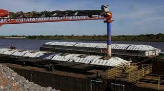 Porto Murtinho é hoje um dos principais polos da exportação da produção regional de grãos para fora do País (Foto: Chico Ribeiro/Portal MS)