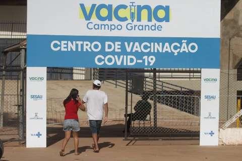 Ao menos 57 mil pessoas de fora tomaram vacina contra a covid na Capital