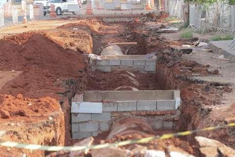 Trecho da Rui Barbosa é interditado para drenagem instalação de semáforo