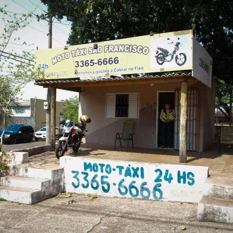 Há 17 anos, ponto de mototáxi ainda aceita chamada à cobrar