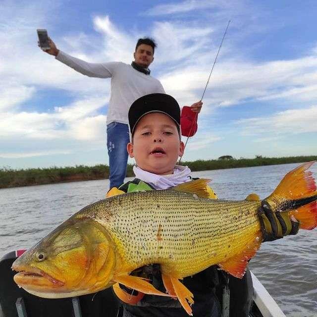 Aos 9 anos, José promete estudar muito só para não perder pescaria