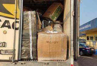 Caixas com eletrônicos contrabandeados em caminhão frigorífico no posto da PRF. (Foto: Divulgação)