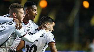 Comemoração dos jogadores durante a partida desta noite. (Foto: Staff Images / CONMEBOL)