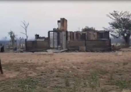 Família que perdeu casa em incêndio depende de doações para recomeçar do zero