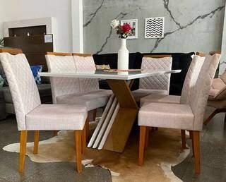 Conjunto com mesa e 6 cadeiras Madri, por 10x de R$ 399,90. (Foto: Divulgação)