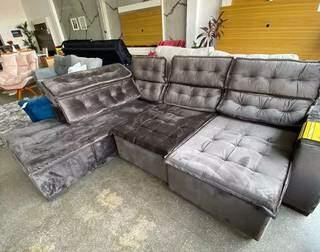 Sofá Milão, com chaise retrátil e reclinável. (Foto: Divulgação)