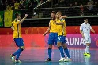 Equipe brasileira comemorando o gol de empate na partida (Foto: Divulgação/CBF)