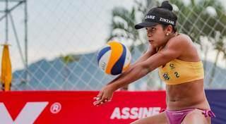 Atleta de Ivinhema, Victoria Lopes Tosta, representando a o Brasil no vôlei de praia. (Foto: Ana Patrícia/CBV)