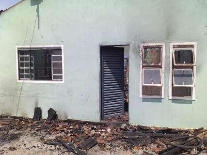 Professores se unem para ajudar colega que perdeu filho e teve casa incendiada