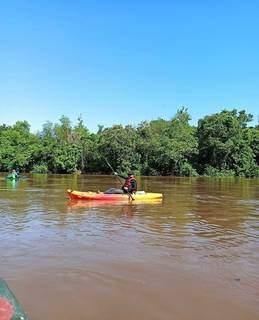 Em Coxim, os aventureiros poderão passear de caiaque. (Foto: @rapelcgms)
