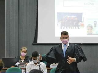 Alex Viana de Melo, advogado de defesa de Bruno Cézar, durante as alegações finais. (Foto: Paulo Francis)