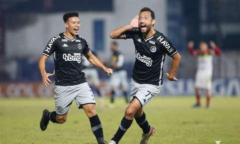 Vasco derrota o Brusque por 1 a 0 com golaço de Nenê