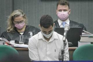 Bruno durante julgamento, que começou por volta das 8h. (Foto: Marcos Maluf)