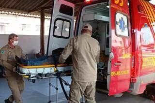 Fazendeiro foi socorrido em estado grave pelo Corpo de Bombeiros Militar. (Foto: Tá Na Mídia Naviraí)