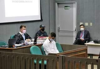 Bruno Cézar de Carvalho de Oliveira durante o julgamento desta sexta-feira (24). (Foto: Paulo Francis)