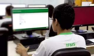 Aluno em aula no laboratório do IFMS. (Foto: IFMS)