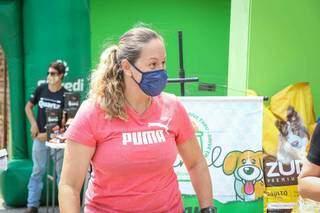 Professora de educação fisíca compareceu no evento para fazer uma doação (Foto: Henrique Kawaminami)