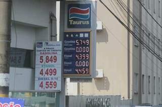 Letreiro indicando valores dos combustíveis em um posto da Capital (Foto: Marcos Maluf)