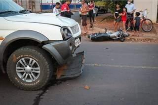 Acidente foi no cruzamento de ruas no bairro Piratininga e motociclista não possuía documentos pessoais (Foto Henrique Kawaminami)
