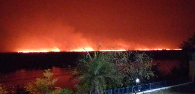 Vídeo mostra força do fogo que avança em área próxima ao Rio Paraguai