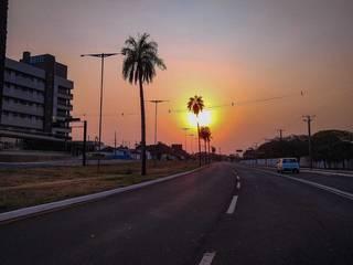 Em Campo Grande, o dia amanheceu com sol, mas previsão é de chuva no decorrer do domingo (Foto: Marcos malu)