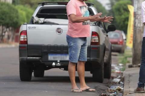 """""""Eles vivem de droga e bebida"""", diz pai de rapaz que matou por dívida de R$ 100"""