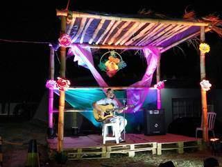 Hayel toca por hobby e apresentou uma música autoral no luau. (Foto: Lidiane Antunes)