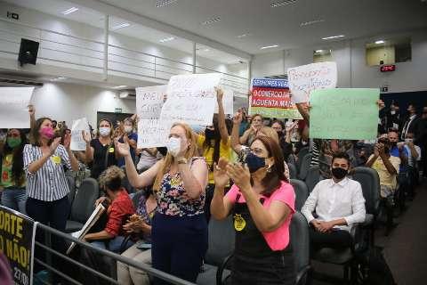 Audiência sobre passaporte da vacina começa com ânimos exaltados na Câmara