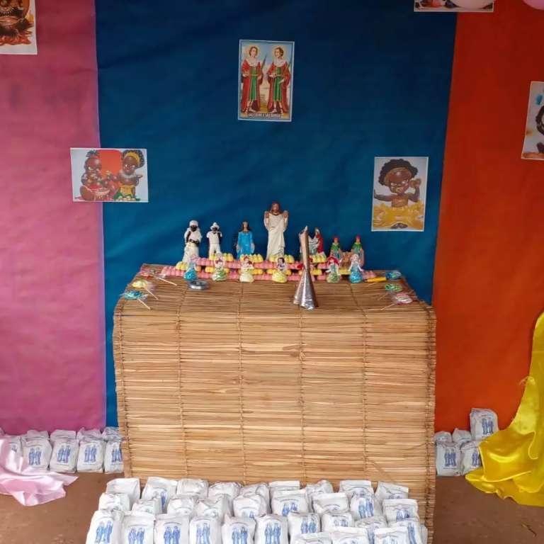 Em dia de São Cosme e Damião, doces são distribuídos pela cidade