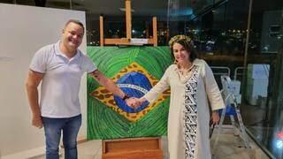 Secretário Municipal de Cultura e Turismo de Campo Grande, Max Freitas, e Lúcia Martins Coelho Barbosa. (Foto: Sectur)