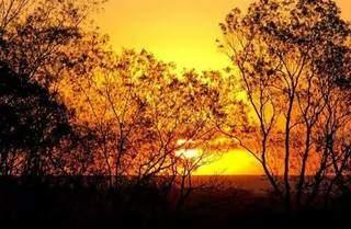 Vista do Sol se pondo em Amambai. (Foto: Amambai Notícias)