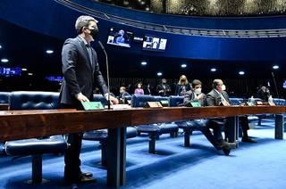 Senadores durante a sessão desta noite. (Foto: Waldemir Barreto/Agência Senado)