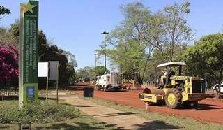 Maquinário executa obra em etapa de revitalização no Parque dos Poderes. (Foto: Divulgação)