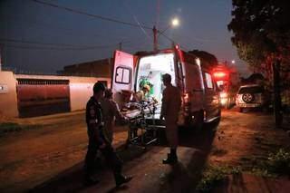 Criança foi levada em ambulância do Samu para a Santa Casa (Foto: Kísie Ainoã)